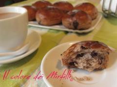 pangoccioli, panini con gocce di cioccolato, pane al cioccolato, panini colazione